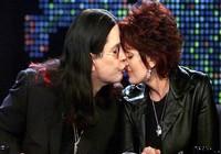 Huyền thoại rock metal khốn đốn vì... nghiện sex