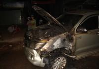 Gây tai nạn rồi bỏ chạy, ô tô bốc cháy dữ dội