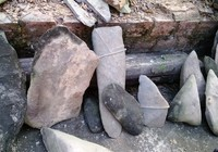 Phát hiện bộ đàn đá cổ tuyệt đẹp khi đào hồ nuôi cá