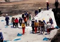 Ớn lạnh công nhân làm thuê đối mặt với bãi xỉ độc hại
