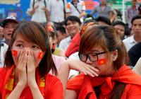 Chùm ảnh người hâm mộ thổn thức với thất bại U23 Việt Nam
