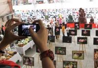 Chùm ảnh: Xúc động triển lãm 'Khoảnh khắc bên mẹ' mùa Vu Lan