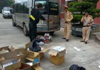 Bắt xe khách vận chuyển lậu hơn 1.600 gói thuốc lá ngoại