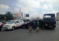 Tai nạn dính chùm ba xe ô tô tại trung tâm Sài Gòn