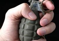 Hù người yêu bằng… lựu đạn