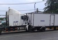 Va chạm liên hoàn, xe container dính chặt đuôi xe tải