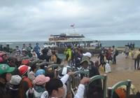 Hơn 1.000 hành khách chen chân rời đảo Lý Sơn