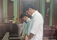 Học viên van xin tha thứ, bảo vệ vẫn chích điện đến chết