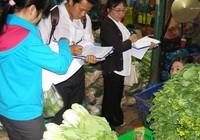 Kiểm tra đột xuất các vựa rau, củ, quả ở chợ đầu mối