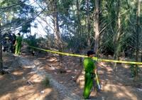 Phong tỏa, khám nghiệm hiện trường nơi chôn thi thể bé trai