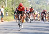 Huỳnh Thanh Tùng 'xé' áo vàng ở chặng đua bị rút ngắn lộ trình