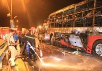 Xe khách bốc cháy dữ dội, 35 hành khách thoát chết ngoạn mục