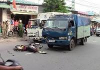 Qua đường ẩu, nam thanh niên tông thẳng vào xe tải nguy kịch