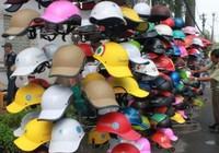 Người bán mũ bảo hiểm giả phải chịu trách nhiệm trước pháp luật