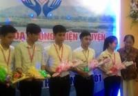 Trao học bổng cho sinh viên nghèo Quảng Ngãi