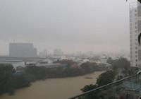 Sáng đầu tuần, cả TP.HCM giật mình vì trận mưa lớn