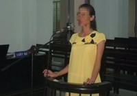 Nữ nhân viên khách sạn ôm bụng bầu hầu tòa vì tham