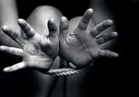 Mẹ mang quà 'độc' thăm con, bị 30 tháng tù