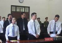Căng thẳng phiên tòa có đông luật sư bào chữa nhất