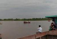 Chìm tàu sông Hồng, 4 người trong một gia đình mất tích