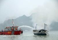 Buồng máy tàu du lịch ngập khói, khách hoảng hốt