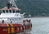 Đã liên lạc được với 3 thuyền viên trên sà lan bị chìm