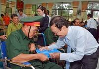 MB tặng quà thương, bệnh binh và người có công  