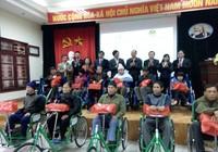 Trao 150 xe lăn, xe lắc cho người khuyết tật