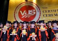 VUS trao gần 2.000 bằng Cambridge cho học viên nhí