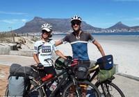 Cặp đôi du ngoạn bằng xe đạp từ Trung Quốc đến tận cùng Nam Phi