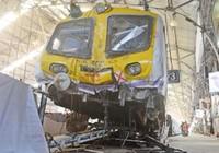Hốt hoảng vì xe lửa 'nhảy cóc', 5 người bị thương