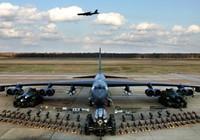Máy bay B-52 của Mỹ ném bom thử nghiệm răn đe Trung Quốc