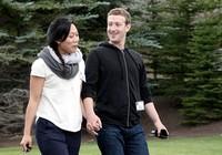 Ông chủ Facebook nghỉ làm hai tháng để chăm con