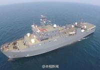Trung Quốc đưa tàu hậu cần lớn nhất ra biển Đông