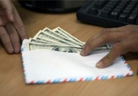 Bắt một cán bộ Sở GD&ĐT nhận tiền chạy biên chế