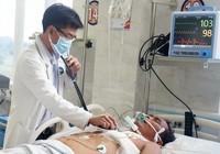Mang lưỡi dao gãy trong phổi đi cấp cứu