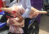 Clip:Người Sài Gòn xếp hàng mua thịt heo 25.000 đồng/kg