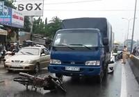 Xe máy chạy trái làn gây tai nạn trên QL 1K