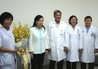 Gia đình người hiến tạng nhận kỷ niệm chương từ Bộ trưởng Bộ Y tế