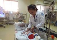 Nỗ lực cứu bé 2 ngày tuổi có khối 'bướu hút máu' kỳ lạ