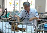 Bé 6 tuổi té gãy xương đùi dẫn đến suy thận