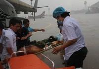 Trực thăng đưa chiến sĩ Trường Sa về đất liền cấp cứu