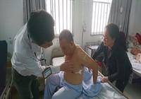 Bệnh nhân nhập viện kéo theo côn đồ đe dọa bác sĩ