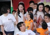 Tân hoa hậu, á hậu đàn hát vui Trung thu với trẻ bất hạnh