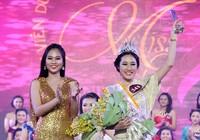 Đặng Mỹ Huyền đăng quang Hoa khôi Nữ sinh viên Việt Nam