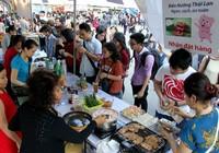 Hàng ngàn người háo hức tham gia lễ hội ẩm thực đường phố