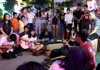Nhóm nhạc đường phố làm nóng đường Nguyễn Huệ sau tết