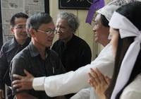 Dòng người già, trẻ lặng lẽ viếng GS Lý Chánh Trung