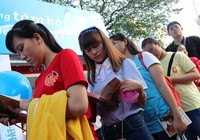 Hàng trăm người chờ nhà văn Nguyễn Nhật Ánh ký tặng sách