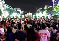 """Clip nhóm nhảy nghiệp dư """"đại náo"""" phố đi bộ Nguyễn Huệ"""